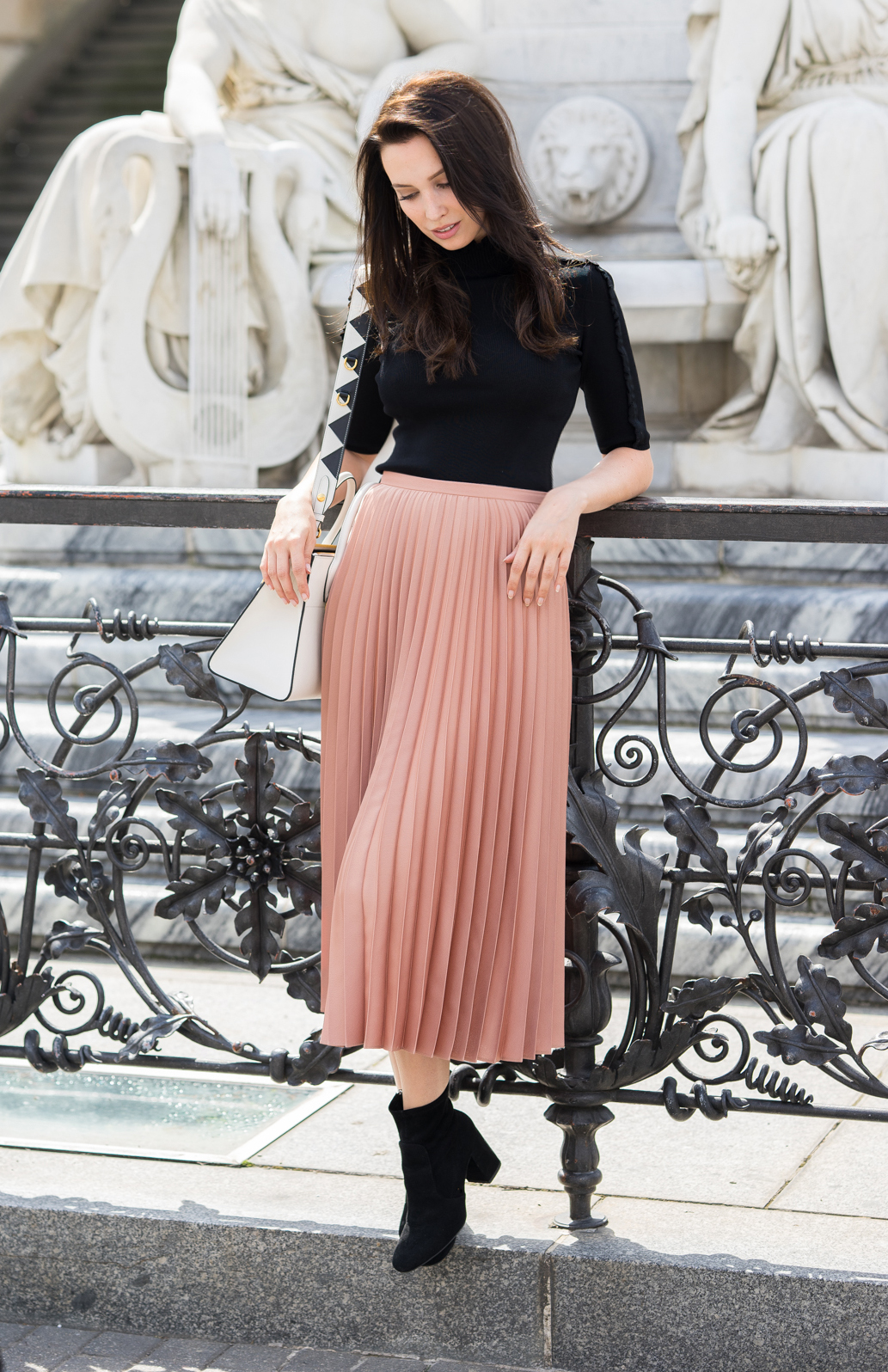 Aline Cara Luna Pleated skirts & Urban Summer